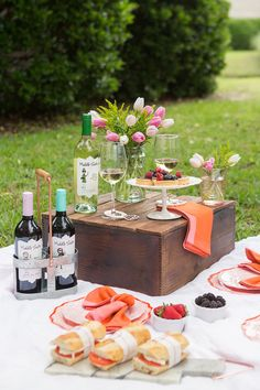How To Style A Bridal Picnic With Middle Sister Wines – SummerBlue Fall Picnic, Garden Picnic, Backyard Picnic, Picnic Date, Beach Picnic, Summer Picnic, Picnic Bridal Showers, Bridal Shower Party, Middle Sister Wine