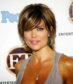 layered hair Lisa Rinna is not only a madly popular celebrity, she is also a glamorous TV diva, so, many women want to look like her. We do need to know what Lisa Rinna wears, how she com Layered Bob Short, Short Layered Haircuts, Layered Bob Hairstyles, Short Hair Cuts, Lisa Rhinna Hairstyles, Hairstyle Ideas, Short Layers, Medium Layered, Pixie Haircuts