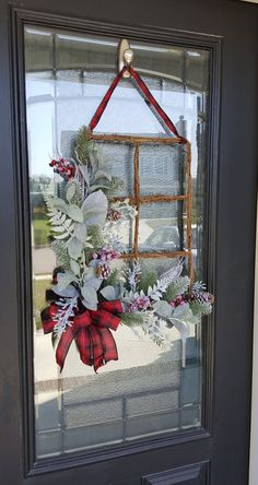 di natale porta Winter Windowpane Wreath with Red and Black Plaid Bow Berries and Winter Frosted Greenery, Farmhouse and Rustic Christmas Design, Xmas Decor Christmas Lanterns, Christmas Door Decorations, Christmas Frames, Christmas Design, Rustic Christmas, Simple Christmas, Christmas Diy, Christmas Wreaths, Winter Wreaths