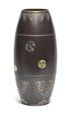 An inlaid bronze cylindrical vase By Saito, Meiji Period