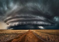 Amazing photo of thunderstorm in Mullewa, Western Australia this week Credit: instagram.com/jordancantelo/