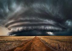 Amazing photo of thunderstorm in Mullewa, Western Australia this week Credit: instagram.com/jordancantelo/