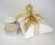 Our soy wax tea-light favors hold 2 soy wax tea-lights. The tea-lights are hand made, the tea-lights are carefully wrapped in the favor envelope.