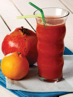 Havuç, nar, mandalina Tarifi -(bağışıklığı güçlendirir, kolestrolü ,tansiyonu dengeler. ..) Detox Recipes, Smoothie Recipes, Tea Recipes, Smoothies, Homemade Cherry Juice, Mandarine Recipes, No Gluten Diet, Peach Juice, Ginger Smoothie