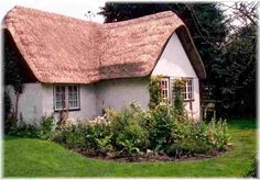 Stable Cottage lies in the rural English village of Potterne. It is located in a conservation area within a private garden, adjacent to a stream and open countryside. It is ideally sited for touring all the local attractions such as Potterne's 13th century church, historic pub, walking areas and the stone circles at Avebury and Stonehenge