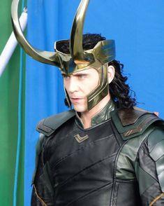 Thor: Ragnarok behind the scene To Hiddleston / Loki Loki Thor, Loki Laufeyson, Marvel Avengers, Marvel Actors, Marvel Movies, Loki Costume, Loki Cosplay, Thomas William Hiddleston, Tom Hiddleston Loki