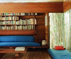 Ray Kappe guides us through is house: the Kappe Residence. See more of it clicking on the image.