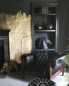 Trendy home decored living room dark interior design Decoration Baroque, Living Room Decor, Living Spaces, Black Rooms, Black Walls, Style Deco, Man Cave Home Bar, Interior Decorating, Interior Design