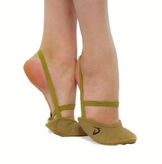 Nude toe slippers for rhythmic gymnastics. Dna, Gymnastics, Slippers, Flats, How To Wear, Accessories, Shoes, Fashion, Fitness