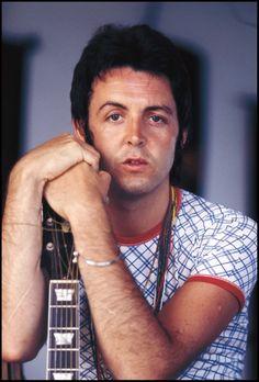 Paul McCartney - Wings tour of Europe Foto Beatles, Beatles Photos, The Beatles, Guitar Guy, Guitar Tabs, Paul And Linda Mccartney, Music Genius, Sir Paul, John Paul