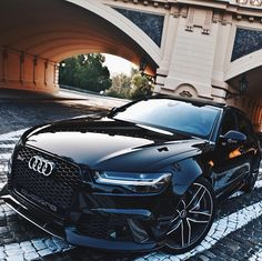 Black✖️RS6. 605hp Twin Turbo V8. [ Photo by @auditography ] #carlifestyle #audi #rs6