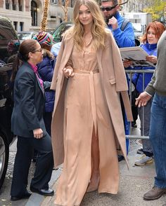 Gigi Hadid, is the daughter of extremely rich property developer Mohamed Hadid and her younger sister Bella Hadid is friends with the former Shake It Off star Star Fancy Dress, Corporate Outfits, Gigi Hadid Style, The Blushed Nudes, Global Brands, Weekend Outfit, Brand Ambassador, City Style, Mean Girls