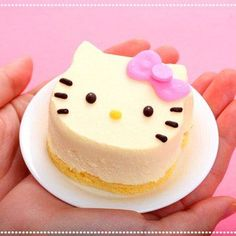 i want this for my birthday! hello kitty cheescake
