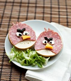 Yummy Food Art: Angry Birds ham and cheese sandwiches. May be the perfect dish to start a food fight. Cute Food, Good Food, Yummy Food, Awesome Food, School Snacks, Kid Snacks, Food Humor, Angry Birds, Angry Angry