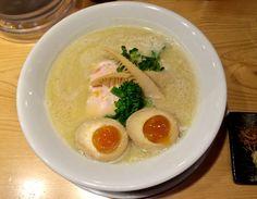 Tori-paitan soba, one of two styles of ramen noodles served at Kagari. Tokyo With Kids, Tokyo Restaurant, Ramen Shop, Ramen Noodles, Lineup, Soup, Japan, Ethnic Recipes, Counter