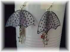 """Boucles d'oreilles """"parapluie avec breloque"""",plastique fou,dingue : Boucles d'oreille par fee-cali"""