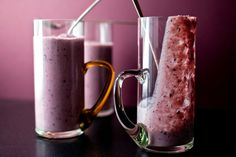 Mango blueberry smoothie recipe (Photo: Andrew Scrivani for The New York Times)