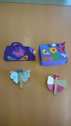Un ensemble de boîte, petit sac et magnet papillons.