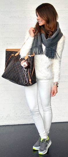 Marianna Mäkelä : grey scarf, white sweater, white pants, Louis Vuitton Neverfull bag & Nike air max 1