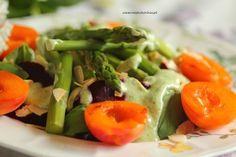 sałatka ze szparagami, karmelizowanymi morelami i komosą ryżową (3)