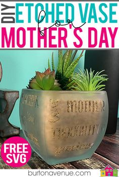 DIY Mother's Day Etched Vase - Burton Avenue - Mother's Day Gift Ideas for Silhouette & Cricut: Make an etched vase for Mother's Day with your silhouette or cricut. Diy Crafts For Adults, Diy Crafts To Sell, Diy Mother's Day Projects, Outdoor Projects, Project Ideas, Glass Etching, Etched Glass, Glass Vase, Cricut Tutorials
