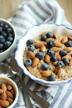 Vanilla Almond Oatmeal with Blueberries http://recipes-only.com/vanilla-almond-oatmeal-with-blueberries/