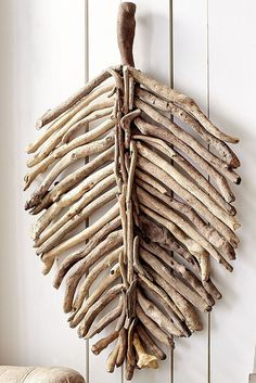For a shore-inspired setting, simply add this driftwood leaf from Pier Crafted by Filipino artisans, each piece provides a unique texture for your wall, mantel or bookshelf. Your favorite beachgoer would love it, if you catch our drift. - Home Decor Diy Twig Crafts, Beach Crafts, Nature Crafts, Room Crafts, Homemade Wall Decorations, Homemade Home Decor, Room Decorations, Driftwood Projects, Driftwood Art