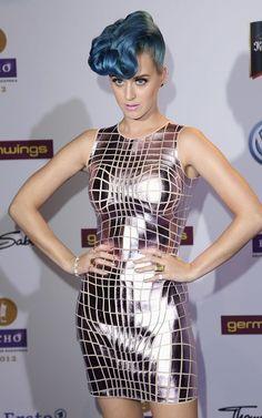 lady gaga ropa futurista - Buscar con Google