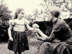 Kym Karath gives Julie Andrews Edelweiss. 1965
