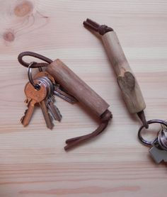 Kiwi wooden keychain