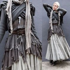 good reference for a study of draping - Klamotten - Goodsstr Boho, After Earth, Grunge, Mori Fashion, Dark Mori, Apocalyptic Fashion, Witch Fashion, Creation Couture, Mode Inspiration