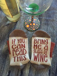 wine socks, if you can read this bring me a glass of wine, wine socks with sayings, wine lover, i love wine, wine time socks, bring me wine by yellowLeMoNdesign on Etsy https://www.etsy.com/listing/484923149/wine-socks-if-you-can-read-this-bring-me