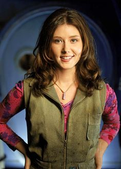 Coming to Boston: Jewel Staite! Jewel Staite is best known for playing Kaylee Frye, the ship's cheerful mechanic, on Joss Whedon's beloved space western series Firefly. Joss Whedon, Firefly Tv Series, Firefly Cast, Kaylee Firefly, Firefly Costume, Firefly Cosplay, Raven Cosplay, Jewel Staite, Gina Torres