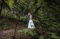 Dieses wunderschöne Foto haben wir in mitten des Stadtparks in Steyr fotografiert #steyr #weddingphotoshoot #hochzeitsfotos Steyr, Urban Park, Wedding Photography, Nice Asses