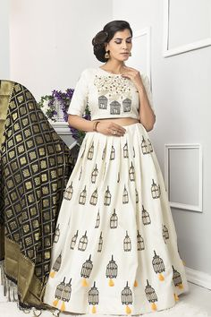 Exclusive large collection of beautiful designer lehenga choli online. Buy this gripping embroidered work lehenga choli for wedding. Lehenga Choli Online, Ghagra Choli, Silk Lehenga, Choli Designs, Lehenga Designs, Blouse Designs, All Fashion, Fashion Outfits, Indian Dresses Online
