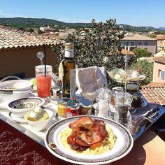 Good Morning Saint-Tropez! ☀️Sun & food #GoodMorning #Repost @marinoivano #MangiaQuslcosa #byblos #sttropez #breakfast #beautifulday #sun #love #picoffood #palace #besttime #eathealthy #leadinghoteloftheworld  #MarinoIvano #WelcomeToStTropez #byblos #Sun #Food