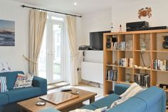 Lovely ground floor apartment close to beach Holiday Accommodation, Al Fresco Dining, Isle Of Wight, Very Well, Ground Floor, Vintage Inspired, Retro Vintage, Bookcase, Shelves