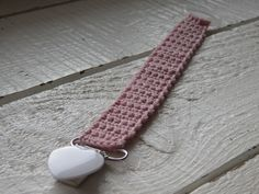 Dummy Clips, Kids And Parenting, Cross Stitch Patterns, Knit Crochet, Baby Shower, Personalized Items, Knitting, How To Make, Crafts
