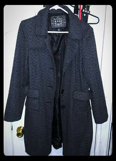 ??Flash sale ?? Trench coat Gray trench coat.. pre-owned but in GREAT condition. Last Kiss Jackets & Coats Trench Coats