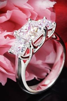 18 Ridiculously Beautiful Princess Cut Engagement Rings That You Wish You Had
