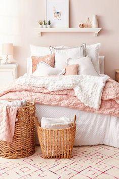 Best Blush Pink And Lovely Bedroom Design Ideas Part 2 ; pink bedroom ideas for women; pink bedroom ideas for kids; pink bedroom ideas for adults; pink bedroom grown up Dusty Pink Bedroom, Pink Bedroom Design, Rose Bedroom, White Bedroom Decor, Pink Room, Home Decor Bedroom, White Bedrooms, Bedroom Designs, Bedroom Furniture