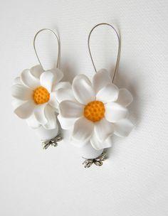 Daisy earrings   Flower jewelry  Sping jewelry  by insoujewelry, $26.00