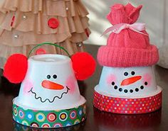 Easy Christmas Crafts To Make And Sell For Profit - Easy Crafts for All Christmas Crafts To Make And Sell, Easy Crafts To Make, Diy Christmas Decorations Easy, Homemade Crafts, Diy Christmas Gifts, Simple Christmas, Holiday Crafts, Christmas Tree, Christmas Craft Fair