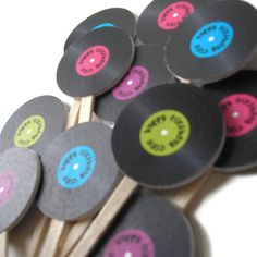 Normal sized records on sticks for the photobooth for music themed party 50s Theme Parties, 80s Birthday Parties, Music Themed Parties, Music Party, 60th Birthday, Disco Party, Sock Hop Party, Cupcake Toppers, Party Time
