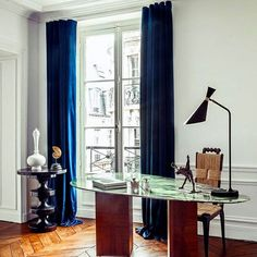 A marble-top desk carves out office space in one corner of the living room in Hilary Swank's Paris apartment. Modern Office Decor, Home Office Design, Home Interior Design, Luxury Interior, Office Ideas, Luxury Decor, Contemporary Interior, Apartment Desk, French Apartment
