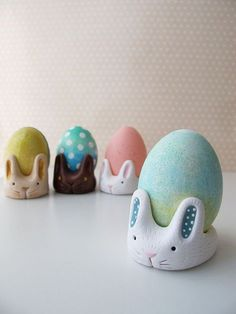 Swirly Designs by Lianne & Paul: Holiday How-to Easter: Egg Cup Bunny Polymer Clay Projects, Diy Clay, Bunny Crafts, Easter Crafts, Easter Ideas, Easter Decor, Egg Decorating, Cool Diy Projects, Clay Creations
