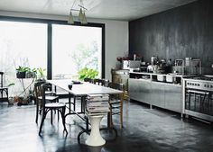 It's been a while since my last kitchen coup de coeur post. Here are 3 kitchens that make me weak at the knees, all different in their style. Which one is your favorite? Country modern. The dining table and the ceiling wooden beams set the stage for a vintage and rustic mood, but the overall...