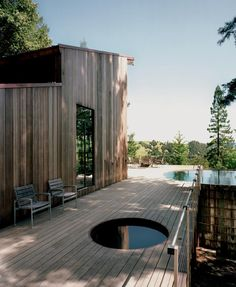 If that small circular cut-out is a spa then I have died and gone to heaven. Californian cabin of Architect Olle Lundberg. sauna hot tub Olle Lundberg's Cabin Innovative Architecture, Cabins In The Woods, Interior And Exterior, Interior Design, Tiny House, Outdoor Living, Backyard, Places, Ferry Boat
