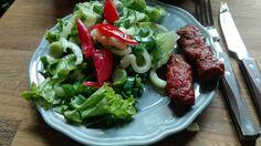 proteine:mici de casa cu salata Beef, Chicken, Food, Salads, Bed Room, Meat, Hoods, Meals, Ox