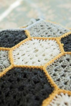 Busy Bee Throw - Knitting Patterns and Crochet Patterns from KnitPicks.com I really like thr color combo